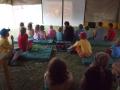 Den druhý - Děti tiše sledují